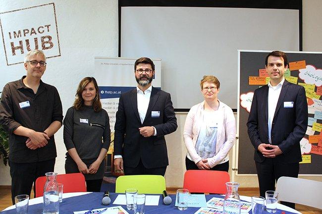 Moderator Michael Köttritsch (Mitte) leitete die Diskussion mit Stefan Strauß, Daniela Wolf, Kerstin Blumenstein und Stefan Fenz (v.l.n.r)