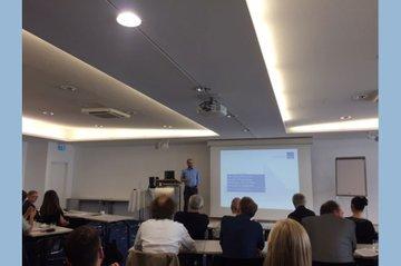 Andreas Gebesmair bei der Präsentation der Studienergebnisse in den Räumlichkeiten der RTR