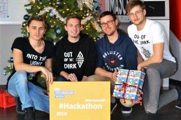 Viererteam erringt zweiten Platz bei Mechatronik-Hackathon