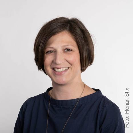 Dr. Elisabeth Höld