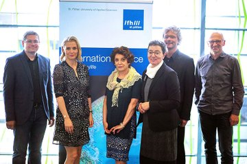 From left to right.: Helmut Kammerzelt (Head of the Department of Media and Economics), Claudia Grötzl (International Office), Noushin Ashrafi, UAS Executive Director Gabriela Fernandes, Hannes Raffaseder und Alois Frotschnig (Head of the Department of Media and Digital Technologies).