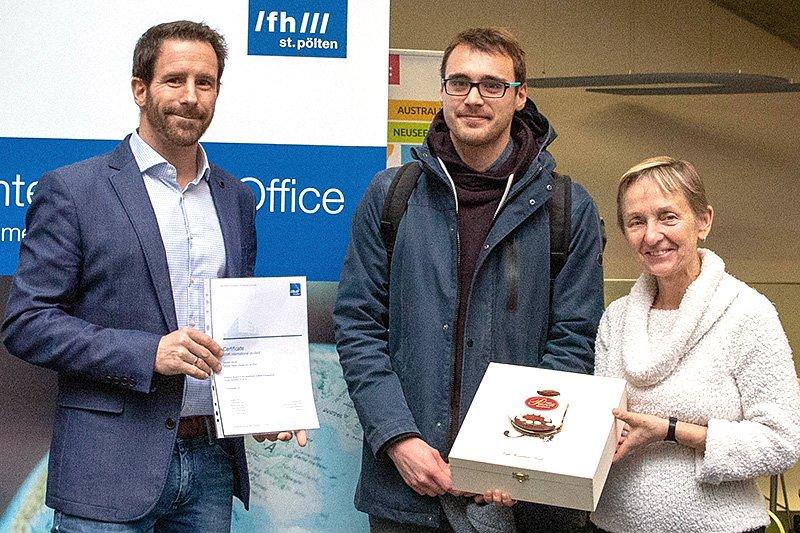 From left to right: Jürgen Hörmann, Head of Service Unit International Office; exchange student Vaclav Jáník; Monika Vyslouzil, Chairperson of the University of Applied Sciences Board